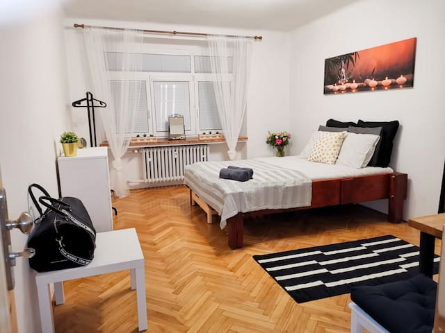 ★★★-Vrsovice - Stylish Private Room in Prague -★★★