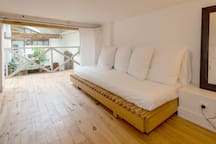 Mezzanine (with low ceiling): queen size bed or single