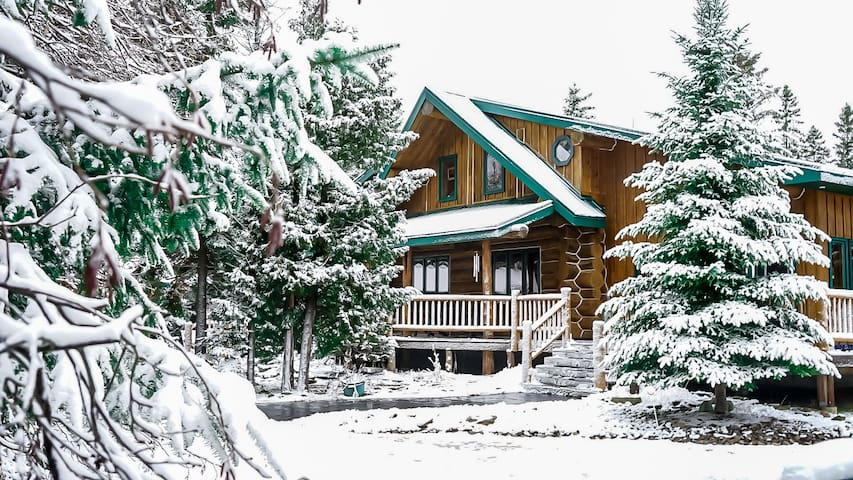 *Winter Retreat|Spacious Log Cabin, Sauna, Hot tub