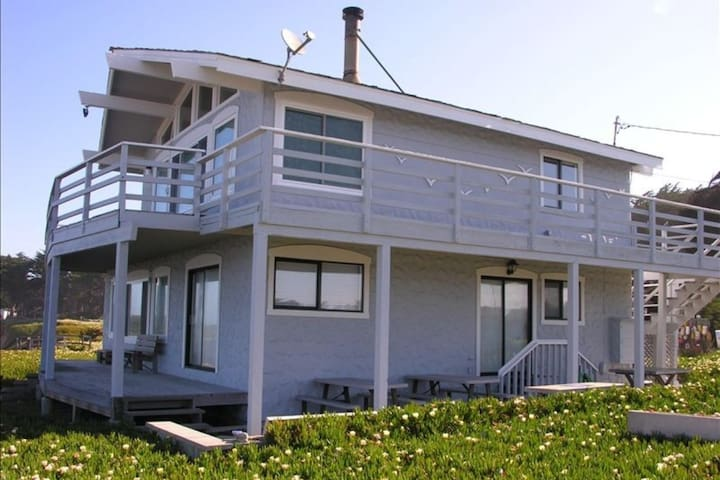 Captain's Landing Beach Front House - Pescadero