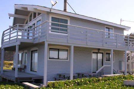 Captain's Landing Beach Front House - Pescadero - Hus