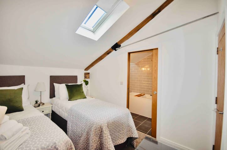 The cosy Chimes bedroom- as singles