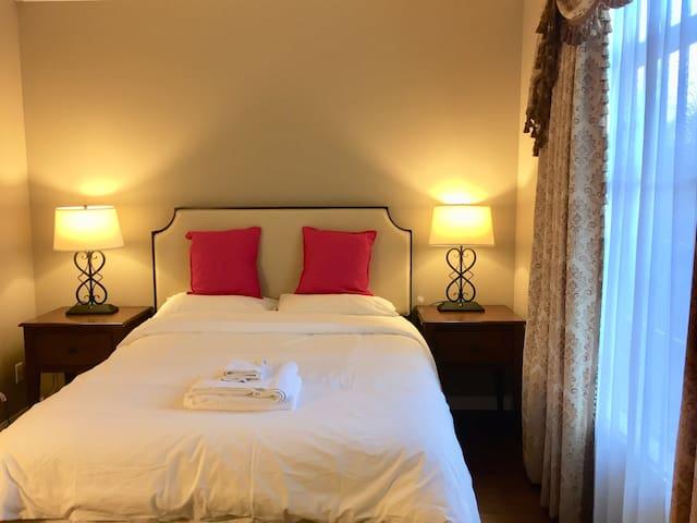 BP3房3.5浴整套公寓出租,适合小家庭旅居和商务人士居住。小区24小时安保,星级酒店配置和装饰。