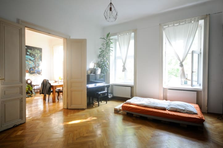 Bright, quiet and spacious room next to the center - Wien - Wohnung