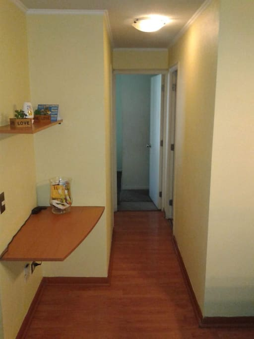 Separación de sala comedor con habitación