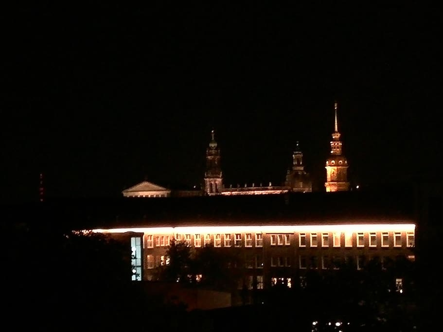 Dresdner Skyline bei Nacht
