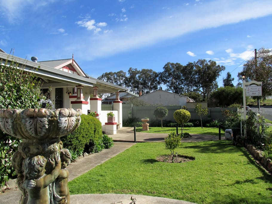 Lovely Heritage style Home with your own, separate lock-up area. Only 700m from the main street and shopping area.