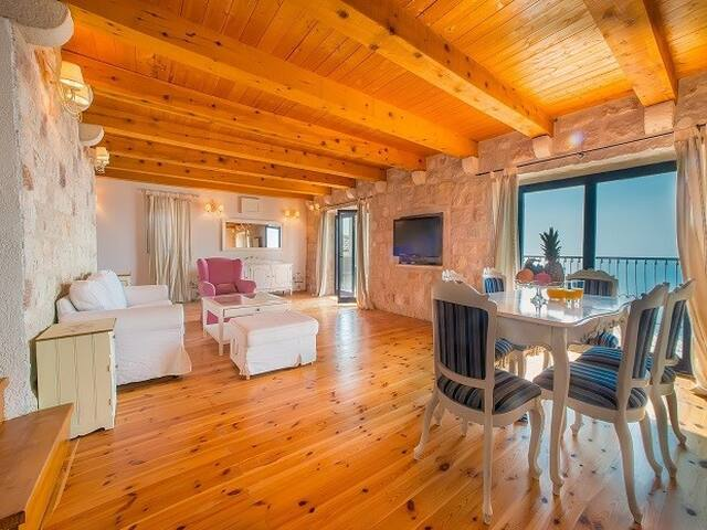 Villa Deluxe for 4 pax with shared pool & sea view - ペトロヴァック - 別荘