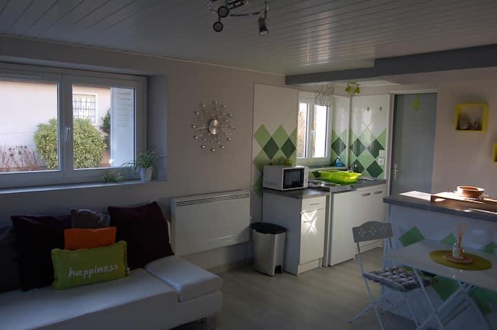 Neuvic, appartement tout équipé, terrasse, jardin