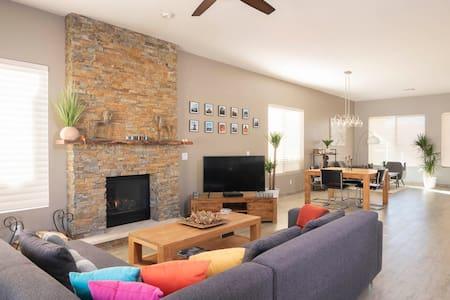 Modern Single Family House-Pool & Mountain view