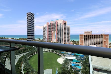 LUX Condo w SEA VIEW, Parking & 5min Walk 2 Beach