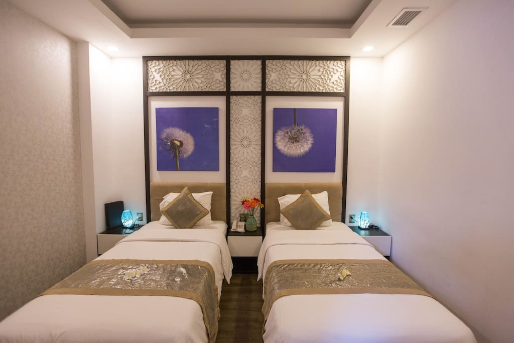 Cozy room with 2 single beds