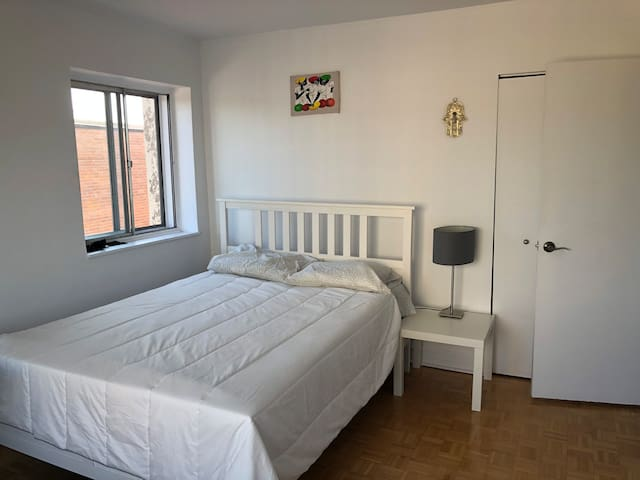 Beautiful private room close to mont-royal parc