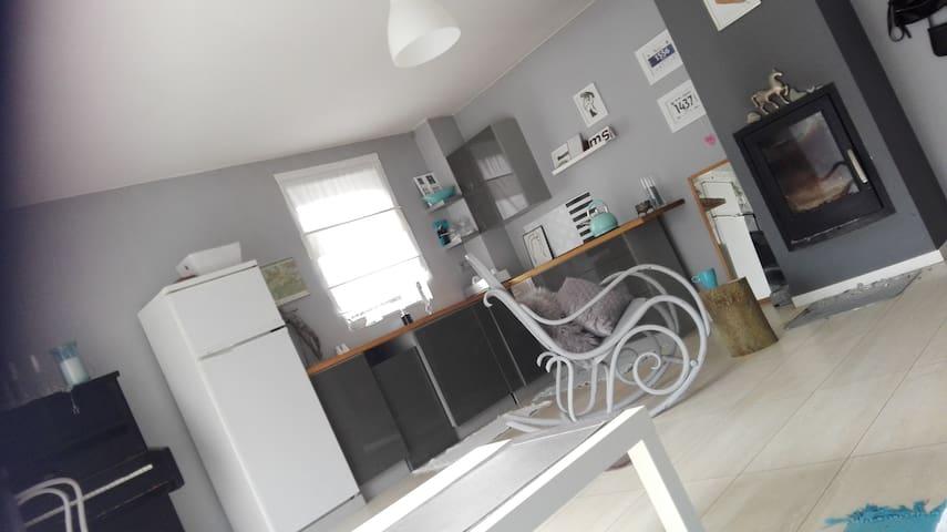 RODos :) caloroczny dom na dzialkach, 3 pok+ogród - Szczecin - Guesthouse