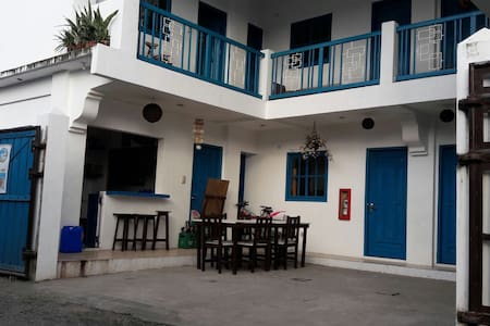 Hamada's Guesthouse 200m from the surfing beach