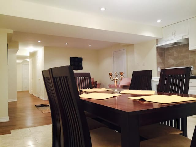 Cozy private two b/r  basement brand new apartment - Brampton - Talo