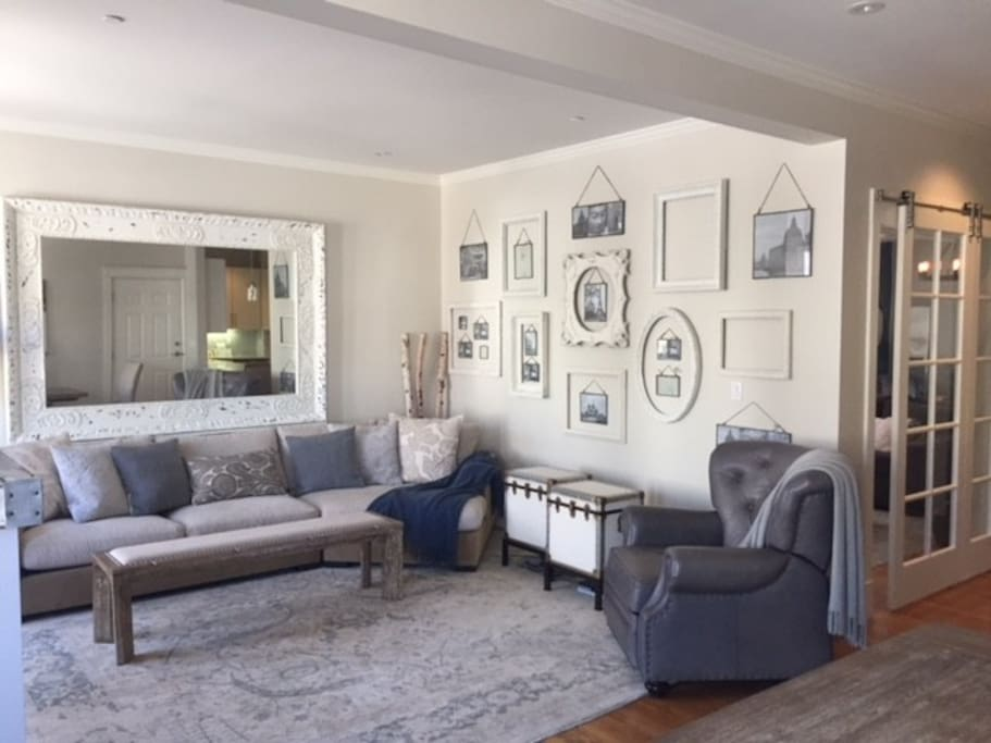 Spacious & luxurious living room with double bay window seating displays picturesque views of St's Peter & Paul Church and Coit Tower.