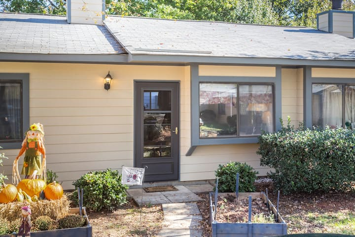 Cozy, Perfect Location! - Raleigh
