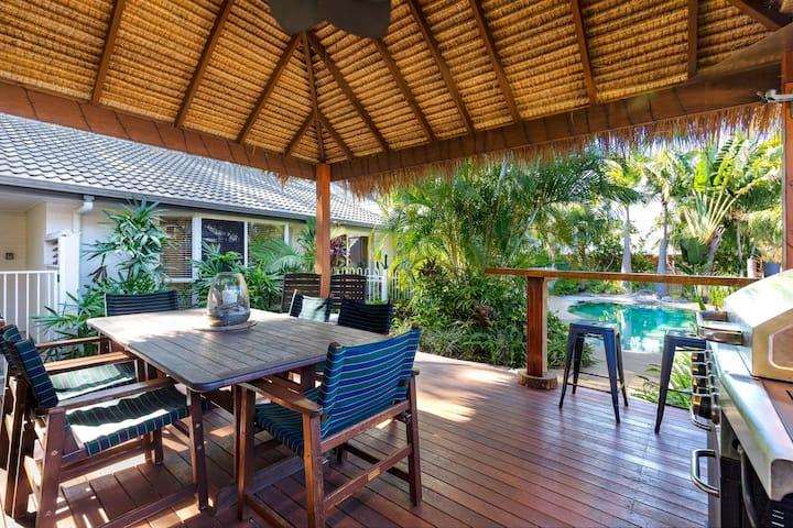 Noosaville Retreat with lagoon pool/bali hut