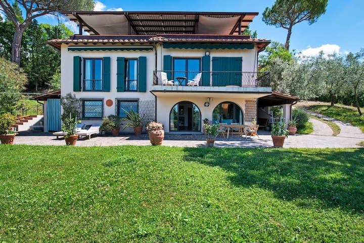 Lovely Holiday Home in San Casciano Val di Pesa with Pool