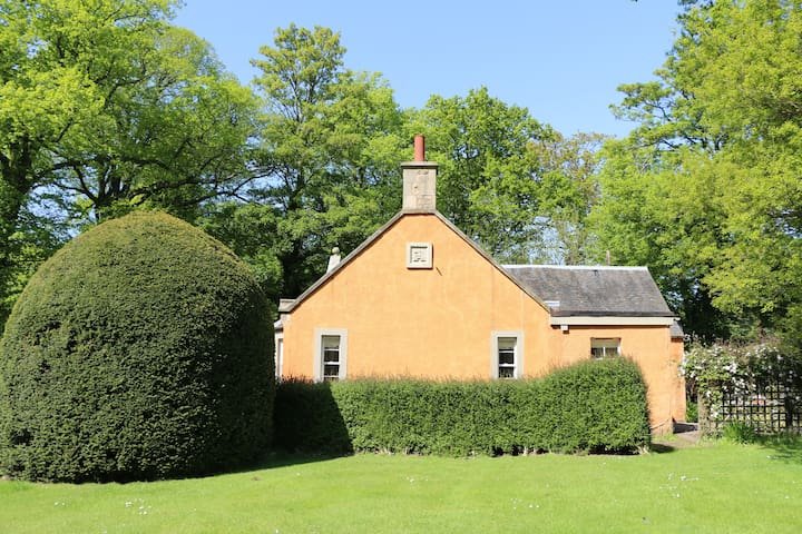 Idyllic, secluded cottage in East Lothian