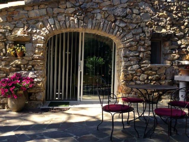 Le cabanon Provençal - Saint-Marc-Jaumegarde