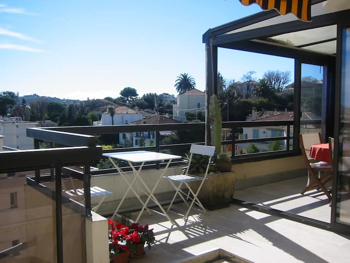 GREAT FLAT WITH TERRACE NEAR ANTIBES AND JUAN
