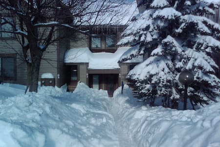 2 BR Ski-In & Ski-Out - Prime Location - Seven Springs