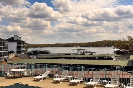 Stunning Lakefront View and Location near all! - Lake Ozark - Appartement en résidence