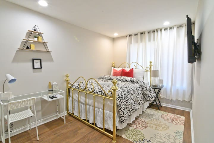 Gorgeous room minutes from BWI Airport