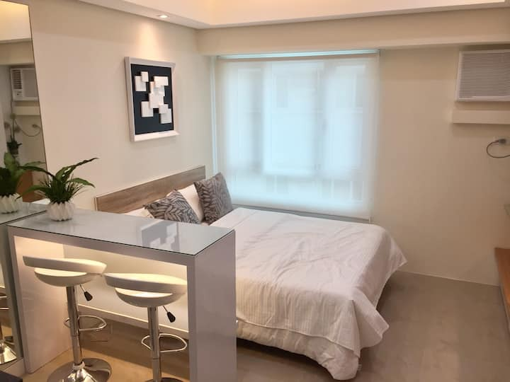 Modern Cozy Studio Unit in Makati near Greenbelt