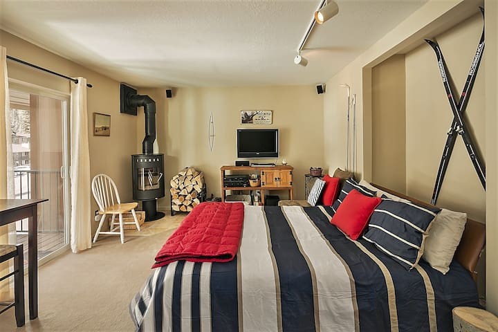 Cozy Affordable Condo-Heated Floors! Short Walk to Lift/Shops- Balcony, WIFI, Wood Stove