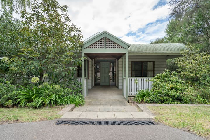 3/4 Acre Beach House 50m to boardwalk to beach - Mount Martha - House