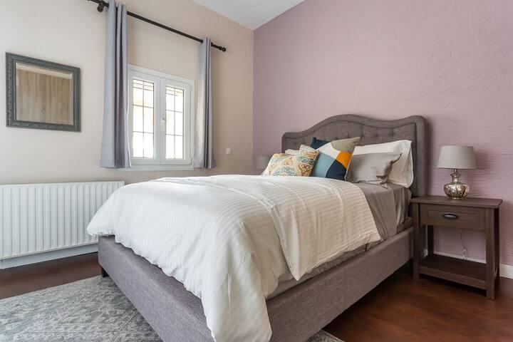 """""""Ks Bedroom"""" (Queen Size Bed)"""