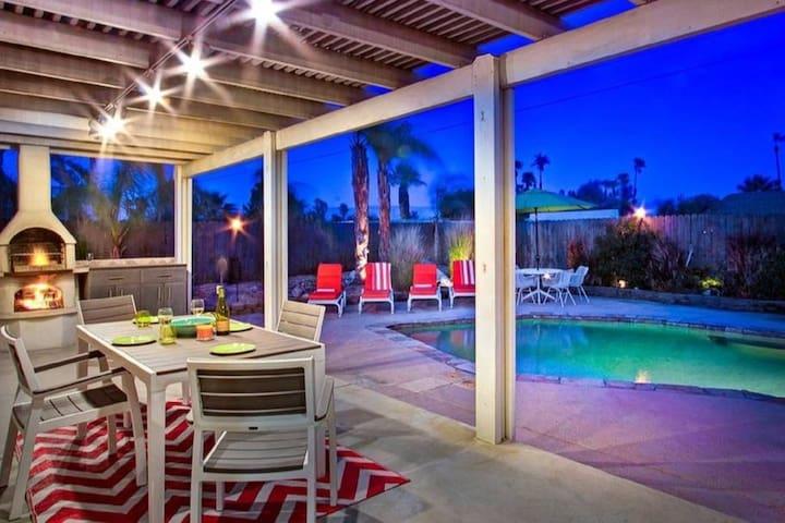 Modern Palm Springs Oasis / Salt Water Pool & Spa