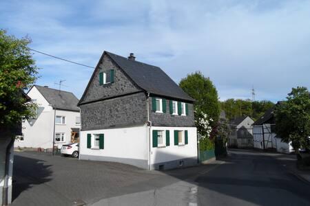 Cozy single-family house with garden in Hunsrück - Kümbdchen