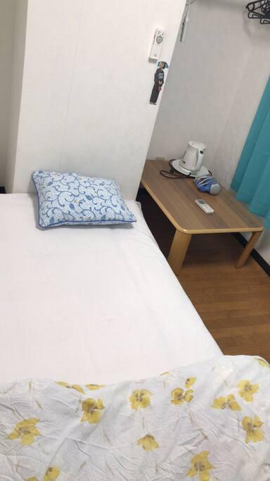 single bed 單人床
