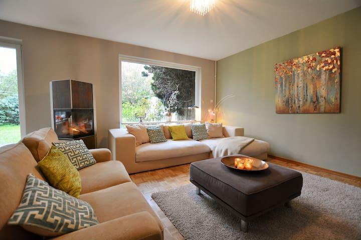 Elbe 1 ruhiges Haus mit Garten 5 Zimmer, 3 Etagen - Hamburg - House