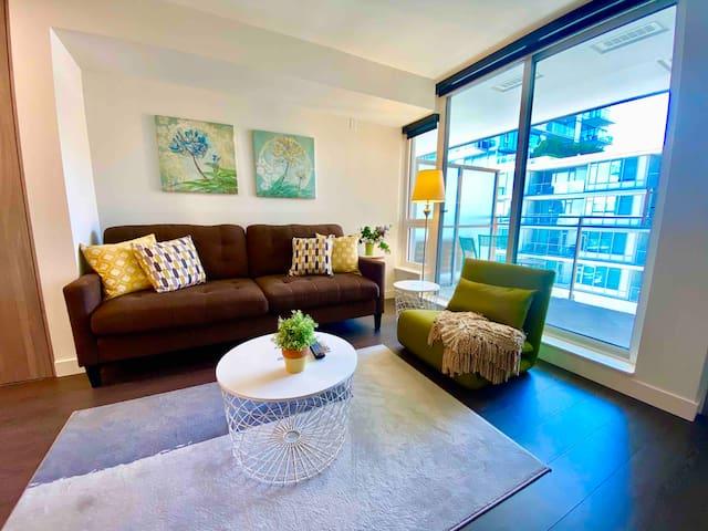 🏠 Cozy Home 🏠 1 bedroom close to YVR/DT Skytrain
