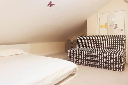 Room with Super King Bed  close to Etihad Stadium