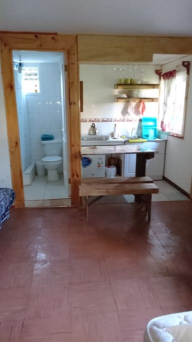 Cocina equipada  y baño