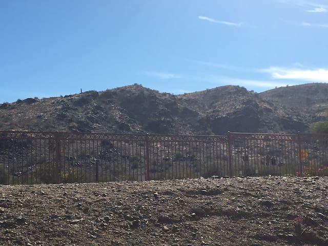 Beautiful Mountain View 2 Bed Condo - Phoenix - Departamento