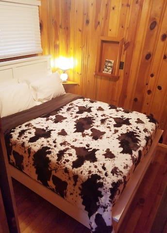 Queen Bed - Bedroom 1