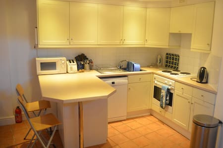 Central Dorking grd floor apartment - Dorking