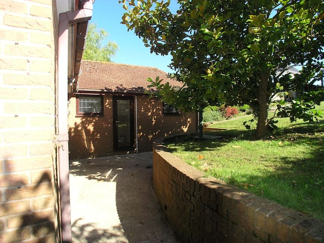 2 Bed Detached Garden Annex with its own entrance - Hove - Lejlighed