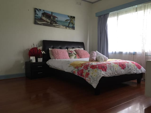 ⭐✿ LOVELY, HUGE ROOM IN FOOTSCRAY 10 MINS TO CBD⭐✿