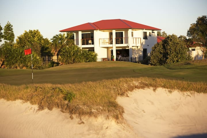 "The Golfer's Lodge - ""The Front 9"" - Banksia Beach - Villa"