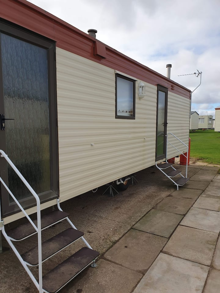 Great pet friendly caravan at Skipsea Sand