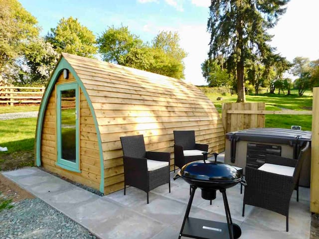 The Parrs Pod, Welsh border glamping with hotub