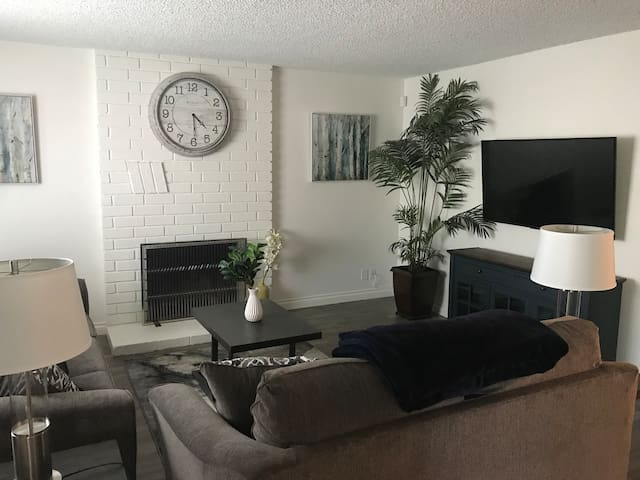 3Bed/2Bath Long Beach Value / Walk to Art Theater